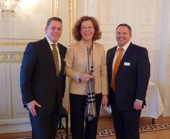 Egbert Claassen, Unicredit Group und Petra Helf, Vorsitzende Regionalausschuss HamburgInternational Bankers Forum (IBF) e.V.
